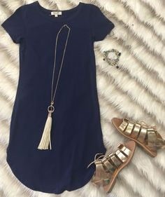 15 ways to wear a navy dress outfit and what accessories to choose