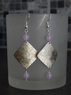 """Boucles d'oreille """"Tuck"""" argentées perles mauve : Boucles d'oreille par bijou-lie"""