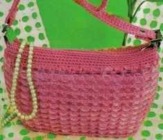 Imagen bolsa tejida con fichas de plastico