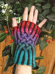 Ravelry: spindleknitter's handspun knotwork brioche mitts - Brioche cables can be really, really cool!