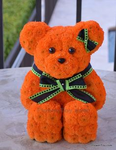 This Bear arrangement is made of fresh flowers and looks like your favorite toy. Contemporary Flower Arrangements, Unique Flower Arrangements, Funeral Flower Arrangements, Funeral Flowers, Unique Flowers, Beautiful Flowers, Flower Bag, Flower Show, Happy Birthday Flower Bouquet