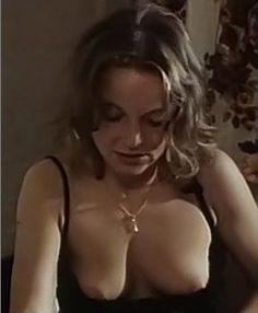 LAURA  ŁĄCZ - w serialu 07 zgłoś się .