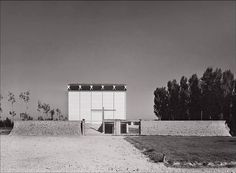 Limit everything to the essential, but do not remove the poetry. Church Architecture, Modern Architecture, Church Design, Steel Furniture, Kirchen, Bauhaus, Mid-century Modern, Ranch, Mid Century