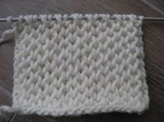 TUTO POINT NID D'ABEILLE PETIT RAYON DE MIEL AU TRICOT Honeycomb stitch knit - YouTube