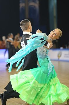 Anton Skuratov & Alena Uehlin | Dance Accord 2012 - WDSF Amateur Division | Photo by: Elena Anashina [Love the color scheme]