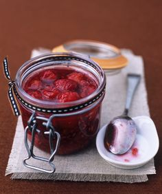 How to make baked raspberry #jam with this easy #recipe - http://www.finedininglovers.com/recipes/brunch/baked-raspberry-jam/