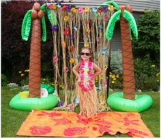 Luau themed party for kids. -photobooth idea for friday night party? Aloha Party, Hawaiian Luau Party, Hawaiian Birthday, Luau Birthday, Tiki Party, Beach Party, Hawaiian Theme, Moana Party, Moana Birthday Party