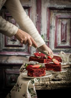 Red Velvet Cheesecake, Cheesecake Brownies, Cupcakes, Cheesecakes, Macarons, Delish, Bakery, Chocolate, Desserts