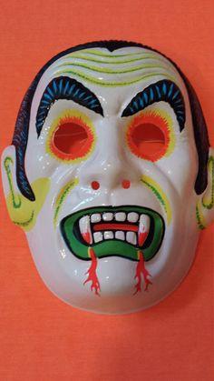Halloween Facts, Retro Halloween, Halloween Images, Halloween Items, Happy Halloween, Halloween Costumes, Outdoor Halloween, Origami Halloween Decorations, Vampire Mask