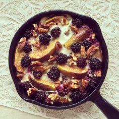 Porridge au four aux figues, mûres & pécan