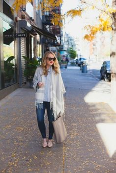 There's a chill in the air, pumpkins at stores and leaves are starting to subtly change color. So I'm rounding up some of my favorite fall outfits from last year to serve as inspiration as you start to dive into your closets for vests, layering and denim for days. Have a favorite!?MIDI SKIRT + UTILI...
