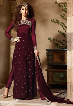 Buy latest georgette suits for women online. Shop from a vast range of designer georgette salwar kameez, suits & more on Utsav Fashion & set a trend that's classic & unforgettable. Pakistani Suits, Pakistani Dresses, Indian Dresses, Indian Outfits, Pakistani Clothing, Anarkali Suits, Designer Anarkali, Party Kleidung, Salwar Suits Online