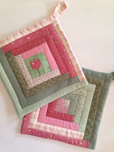 Make a Pretty Patchwork Bag from Your Stash - Quilting Digest Sewing Machine Quilting, Quilting Room, Patchwork Quilting, Quilting Projects, Quilting Designs, Sewing Projects, Scrappy Quilts, Mug Rug Patterns, Potholder Patterns