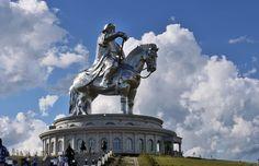 Статуя Чингисхана в Цонжин-Болдоге