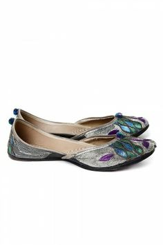 Colorful #Silver #Jutti on http://www.indiainmybag.com/punjabi-juttis