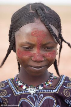 A young Tuareg girl adorned for the celebration of the end of Ramadan. Azawak, Niger © Marta Cometti