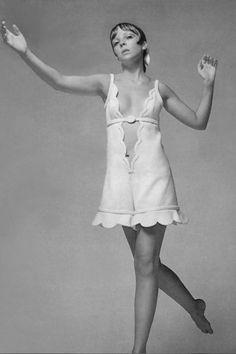 Penelope Tree photographed by Richard Avedon 1960's Fashion Models, Vogue Fashion, 1969 Fashion, Monochrome Fashion, White Fashion, Richard Avedon Photography, Jean Shrimpton, 1960s Dresses, Vintage Outfits