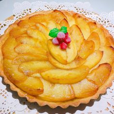 手工蘋果派 小火炒蘋果至焦香最後加上肉桂粉 裡面還有內餡 可以很可以喔 順便做了巧克力甘納許塔 #jenny_hand_made#apple#pie#chocolate#pie