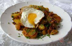 Tyrolské brambory | NejRecept.cz Eggs, Breakfast, Ethnic Recipes, Morning Coffee, Egg, Egg As Food