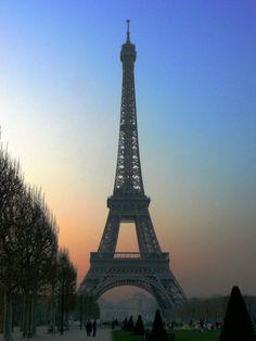 Eiffel Tower - Paris - France (byleniners)