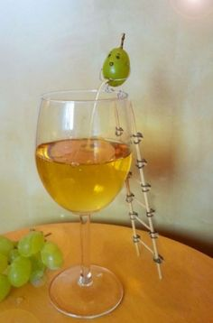Funny pictures about Homemade Wine. Oh, and cool pics about Homemade Wine. Also, Homemade Wine photos. Freaking Hilarious, Haha Funny, Funny Memes, Funny Stuff, Super Funny, Funny Sarcasm, Fun Funny, Funny Things, Funny Drunk