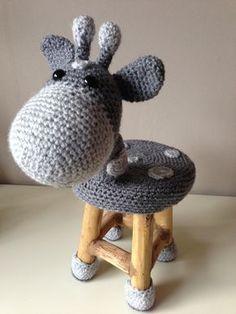 Chair sheep More. Love Crochet, Crochet Gifts, Beautiful Crochet, Crochet For Kids, Crochet Dolls, Crochet Flowers, Knit Crochet, Crochet Furniture, Creation Deco