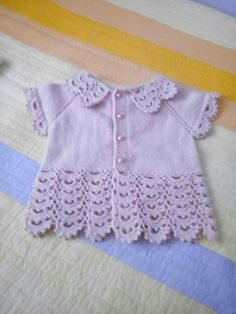 Top-down baby vest, mixed plain stockinette knitting and crochet lace ~~ Pembe yelek