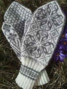 Ravelry: Stasvotter - Selbu mittens pattern by Johanna Sexe Mittens Pattern, Knit Mittens, Mitten Gloves, Knitting Patterns Free, Free Pattern, Knitting Ideas, Norwegian Knitting, Fair Isle Knitting, Ravelry