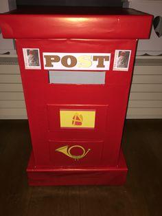Brievenbus voor school gemaakt. De kinderen kunnen op school hun brieven, verlanglijstjes of tekeningen posten voor Sinterklaas.