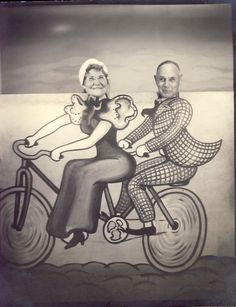 Couple on tandem bicycle in Studio Novelty Prop arcade photo. Vintage Love, Vintage Photos, Weird Vintage, Funny Vintage, Arcade, Family Reunion Photos, Face Cut Out, Photo Cutout, Face In Hole