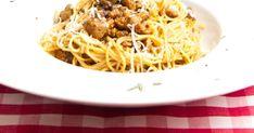 Dnes mám pro Vás nový recept na špagety typické pro oblast Toskánska . Takže Vás určitě nepřekvapí vepřová klobáska a použití lesních hub, p... Hub, Spaghetti, Ethnic Recipes, Food, Essen, Meals, Yemek, Noodle, Eten