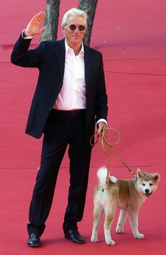 Richard Gere and Akita Inu puppy Richard Gere, Hollywood Actor, Hollywood Stars, I Movie, Movie Stars, An Officer And A Gentleman, Hachiko, Akita Dog, Dog Stories