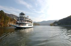 The Southern Belle, located at Pier 2 in downtown Chattanooga, TN offers a unique touring adventure of on the Tennessee River.