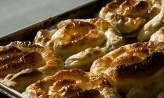 Borek in Bosnia-Herzegovina. Just heavenly! Borek Recipe, Best Street Food, Appetizers For Party, International Recipes, Healthy Snacks, Main Dishes, Cooking Recipes, Lunch, Ethnic Recipes