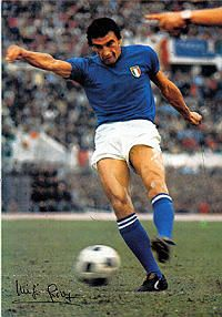 Luigi Riva of Italy in National Football Teams, Sport Football, Soccer, Messi, Beckham, Banks, Fifa, Sports Celebrities, Vintage Football