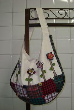 https://flic.kr/p/74YwGc | Bolsa saco c/ flores de fuxico