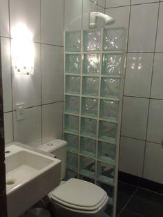 box em parede de tijolos de vidro