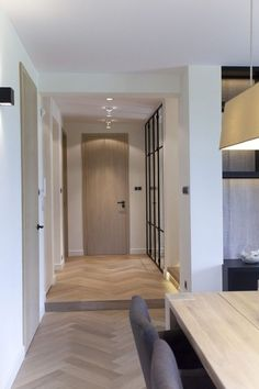 modern house Warsaw 2 Minimalist Warsow Home Evoking Lightness and Relaxation [Video] Best Wood Flooring, Modern Flooring, Interior Architecture, Interior And Exterior, Interior Design, Modern Interior Doors, Exterior Paint, Style At Home, House Doors