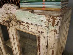 Love old rustic furniture pieces~