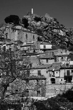 Ai piedi del castello. Mistretta, Sicily, Italy