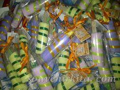 Souvenir pernikahan Towel Es Potong. Dari handuk perca bisa dibuat bentuk yang unik seperti ini. Info lebih detail bisa tanya langsung ke CS kami. Gift Wrapping, Gifts, Paper Wrapping, Wrapping Gifts, Gift Packaging, Favors, Presents, Gift, Present Wrapping