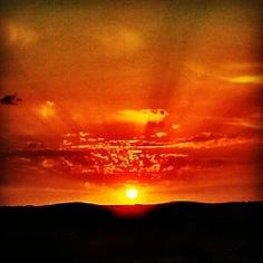 Espectacular puesta de sol... #puestadesol #sunset #cielo #sky #photooftheday #picoftheday  ©Raquel Conde/Infinita/Infiniteando