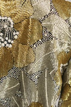 can you take a section without flowers still utilizing gold silver and hem