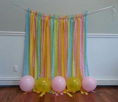 Homemade backdrop for kids cake smash or photo booth,using just a string, crepe paper streamers and balloons. Birthday Greetings For Boyfriend, Birthday Wishes For Kids, 40th Birthday Gifts, Birthday Parties, Cake Birthday, Birthday Ideas, Picture Backdrops, Backdrop Ideas, Birthday Decorations At Home