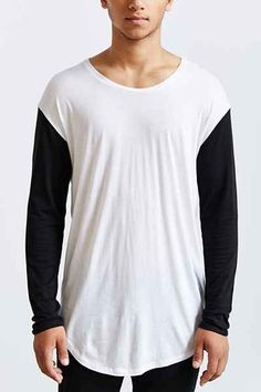 Feathers Curved Drop-Tail Long Tee - Urban Outfitters