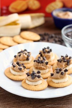 With a just a few pantry ingredients you can have these Chocolate Peanut Butter Banana RITZ Bites to snack on! Peanut Butter Snacks, Chocolate Peanut Butter Cookies, Peanut Butter Banana, Lunch Snacks, Easy Snacks, School Snacks, Tasty Butter Chicken, Gourmet Burger, Banana Bites