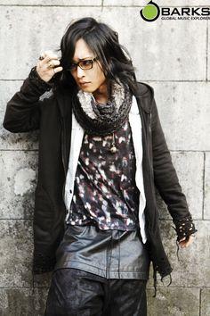 Cool! Visual Kei, Hyde, Winter Jackets, Rockers, Emerald, Random, Fashion, Winter Coats, Moda