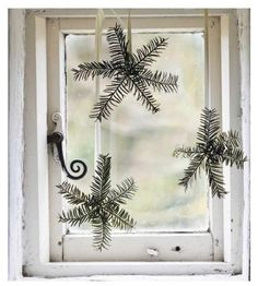natural Christmas - another simple window. This time with little stars made of greenery.