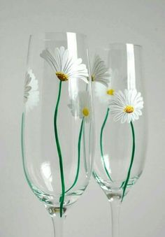 White Daisy Champagne Flutes by Mary Elizabeth Arts summer wedding White Daisy Champagne Flutes -- Set of 2 Toasting Flutes -- Summer Wedding Flutes -- Last Set Decorated Wine Glasses, Hand Painted Wine Glasses, Wine Glass Crafts, Bottle Crafts, Bottle Painting, Bottle Art, Painting On Glass, Champagne Flutes, Toasting Flutes