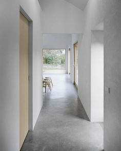 flooring House on Gotland is a vacation house located south of Visby on the island Gotland, designed by ETAT ARKITEKTER for a family of four. Smooth polished concrete floors create a flow through the modern holiday house Minimalist Home Decor, Minimalist Interior, Modern Interior Design, Interior Architecture, Minimalist Kitchen, Minimalist Living, Minimalist Bedroom, Modern Minimalist, Concrete Interiors